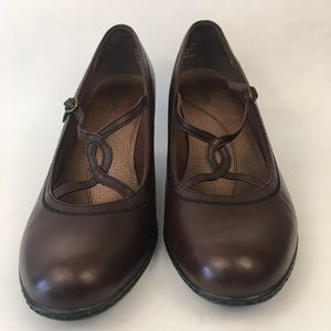Clark's leather pumps with straps brown size 10